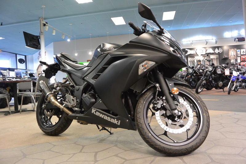$4,600, 2016 Kawasaki Ninja 300